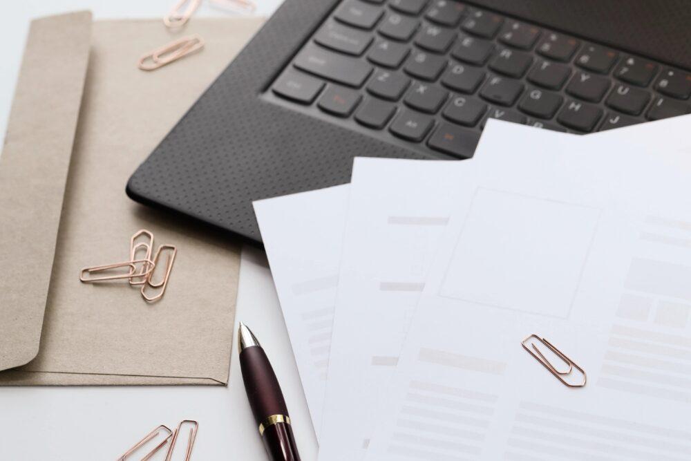 書類やパソコン