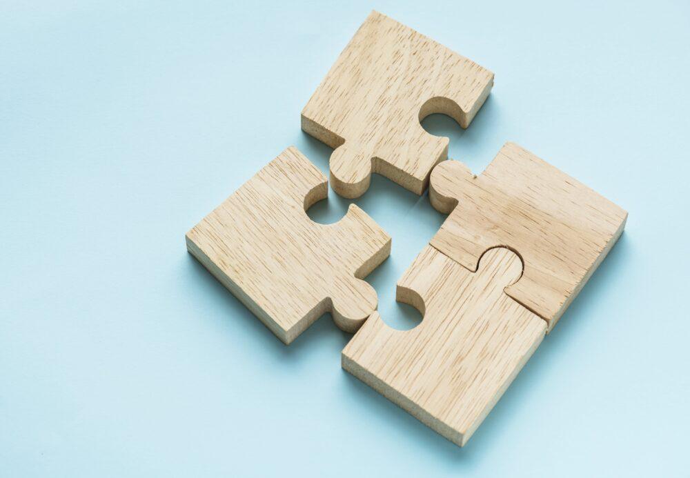 4ピースの積み木のパズル